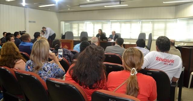Assembleia decidirá futuro da greve dos trabalhadores da CAERD