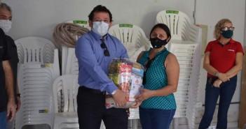 Entrega de cestas básicas a instituições filantrópicas